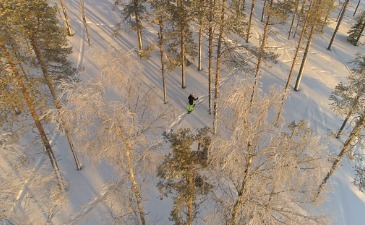 Cross-country skiing and snowshoeing holidays by train