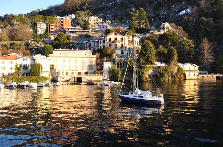 Scenic train Lake Como