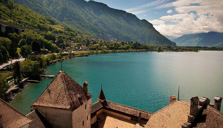 Lake and mountains by train - Lake Geneva